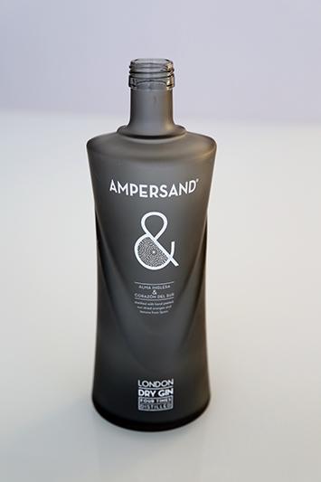 Técnica de matizado para el fondo de la botella Ampersand. También aplicamos otras técnicas (serigrafía y tampografía) a este envase.