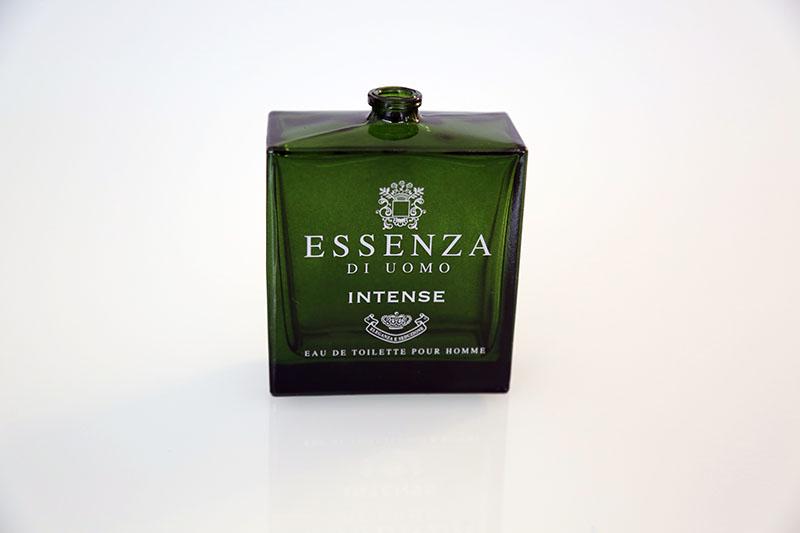 Pintura efecto transparente para Essenza. Además de la pintura, se le ha aplicado serigrafía para grabar la marca y logo del producto.